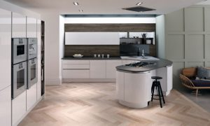 Tomba is a handleless kitchen with a stylish aluminium rail for effortless opening of cabinets. Available in 20 matt and gloss painted colours.