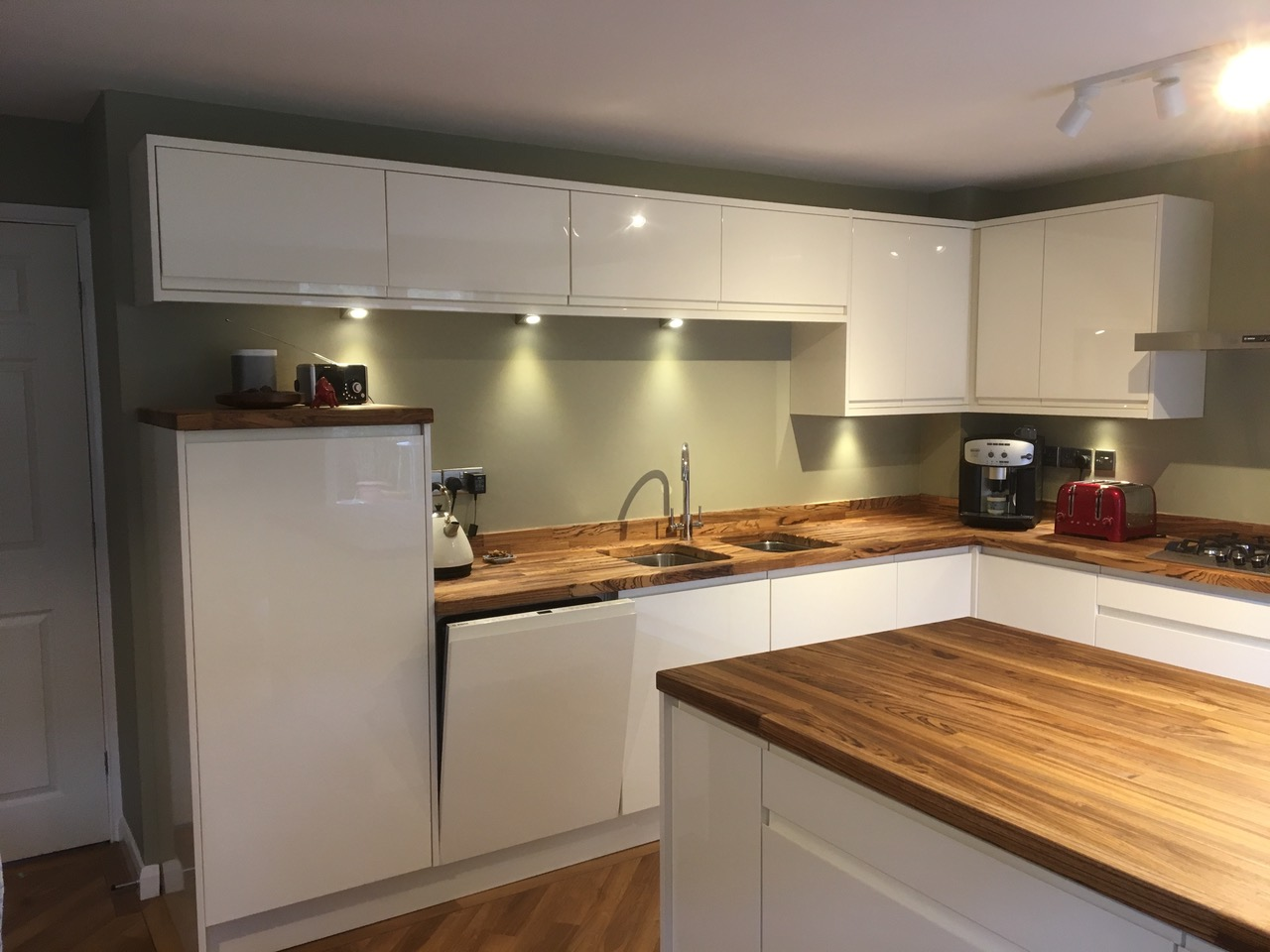 Kitchens west midlands bespoke fitted kitchen design for Fitted kitchen designs